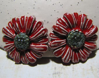 Cabochons, flower Daisy ceramic for creation, collage, scrapbooking, embellishment, red white