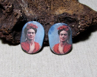 Breloques en céramique artisanale, Frida Kahlo, portrait, dos bleu marbré, boucles oreilles
