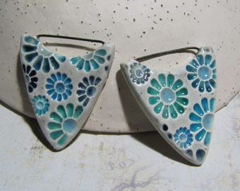 2 charms point floral Daisy ceramic handmade green turquoise blue shades