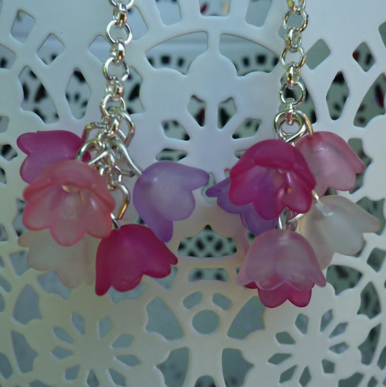 Earrings resin flowers mounted in clusters