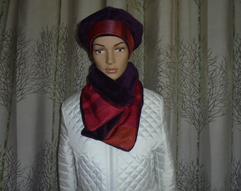 SENDING fast set beret and snood with button buttoned scarf bi-polar and brocaded satin material plum, eggplant.