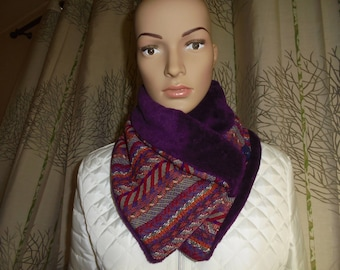 Shipping fast around neck with button buttoned scarf bi-material wool snood and purple fleece.