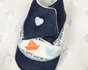 6-12 month baby booties. Suede /coton - blue sky blue/slate / white