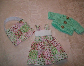 clothes for dolls of 32 33 cm, with printed chéries(robe, gilet ou pull,sac) patchwork