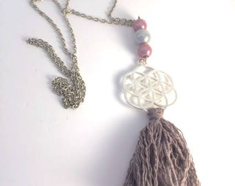 Print necklace silver tassel and magic pearls