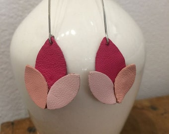 Long earrings with pink leather leaves