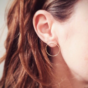 MEBAE earrings handmade in France minimalist creoles hammered in gold-plated brass and fine stone pearl