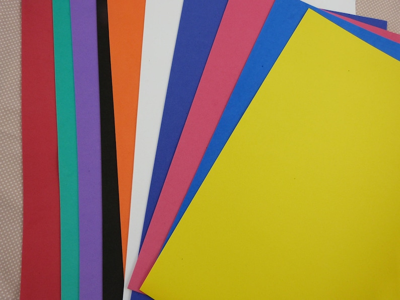 Assorted multicolored rubber foam leaves image 0