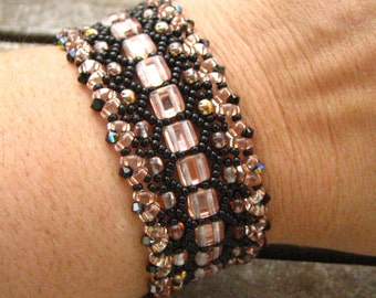 Bracelet beads woven pink and black tone