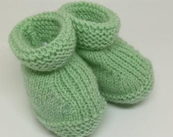 Green baby booties / / wool baby booties