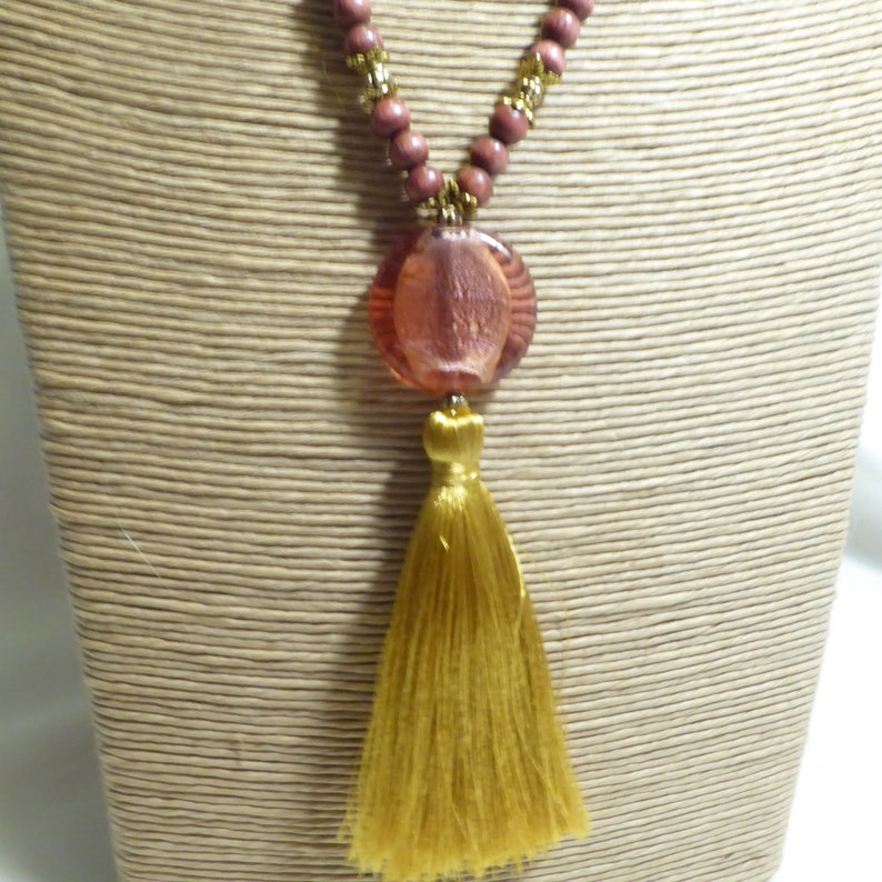 soft glass beads delicate orange pink and old gold Pompom necklace in rosewood boho boho silk Pompom provided Baroque