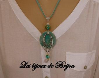 fd8116e020a Collier pendentif en pâte polymère et perles de verre bleu vert et argenté