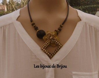 Short black and gold pendant necklace