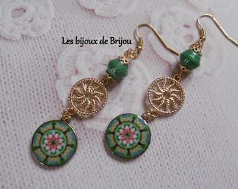 Earrings, paper beads, gold metal, pendant, emerald green, gold, pink