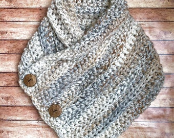 Comfort cowl / Three button crochet chunky knit scarf