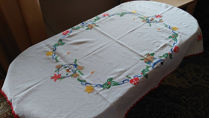 Brilliant 50S Tablecloths 52 5 X 37 The Most Beautiful Christmas 50S Tablecloth Hand Embroidered Table Cloth Download Free Architecture Designs Scobabritishbridgeorg