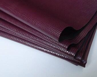 Coupon - 30x45cm - plum snake skin leather-