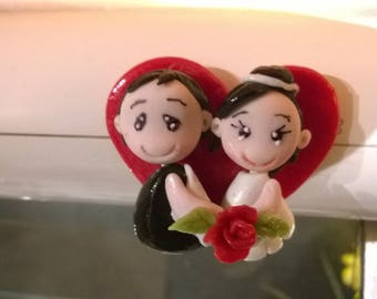 Magnet: Couple married in cold porcelain.