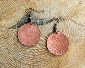 Round earrings, copper, hammered