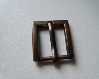 944660513b4 petite boucle de ceinture en métal couleur bronze foncé forme rectangle