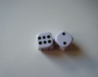 set of 2 of play of color white with black dots