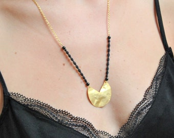 Hand-woven necklace with chain and gold brass pendant in fine gold for women and girls.