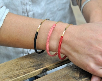 Golden bracelet with fine gold and macramé weaving for women and girls.