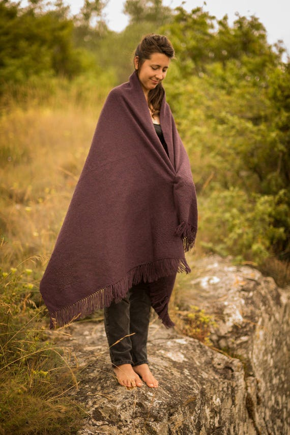 très grande étole ultra douce et chaude en laine bébé-chameau et mérinos,  couleur prune. 2b52a7bc2a5