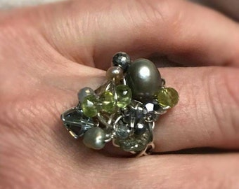 Peridot, Pyrite and freshwater pearls on 925 silver wire, Helena design