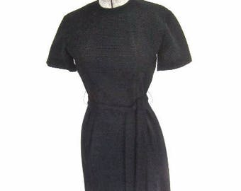XS S 60s Black Sheath Dress Simple LBD Short Sleeves Tie Belt Wiggle Day Crinkle Texture Extra Small