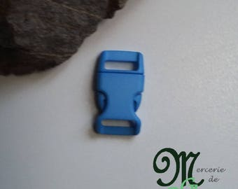 Blue plastic quick release clip buckle.