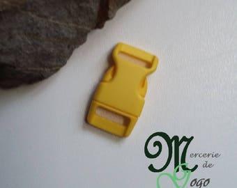 Yellow plastic quick release clip buckle.