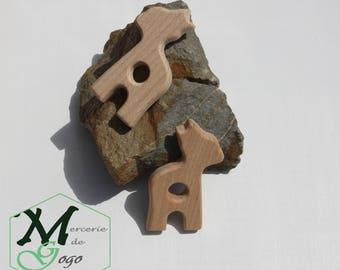 Giraffe 1 natural wooden teething ring.