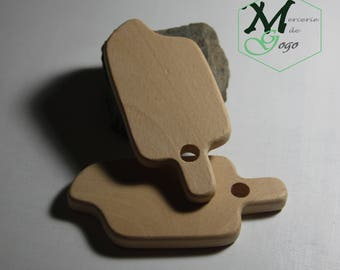 Ice 2 natural wooden teething ring.