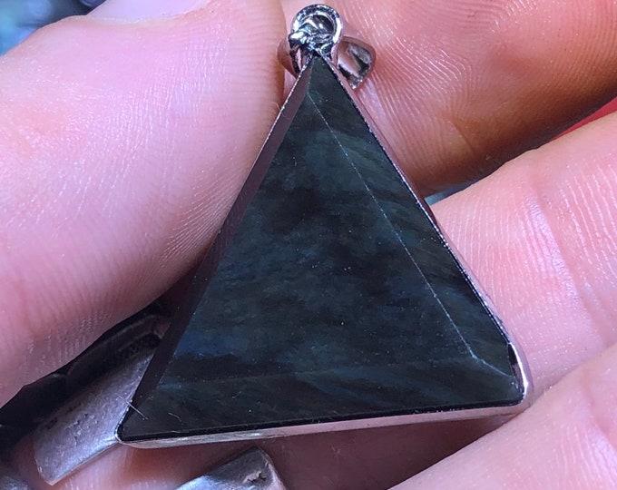 obsidian cabochon pendant celeste eye (mentogochol), triangle shape set in surgical steel.