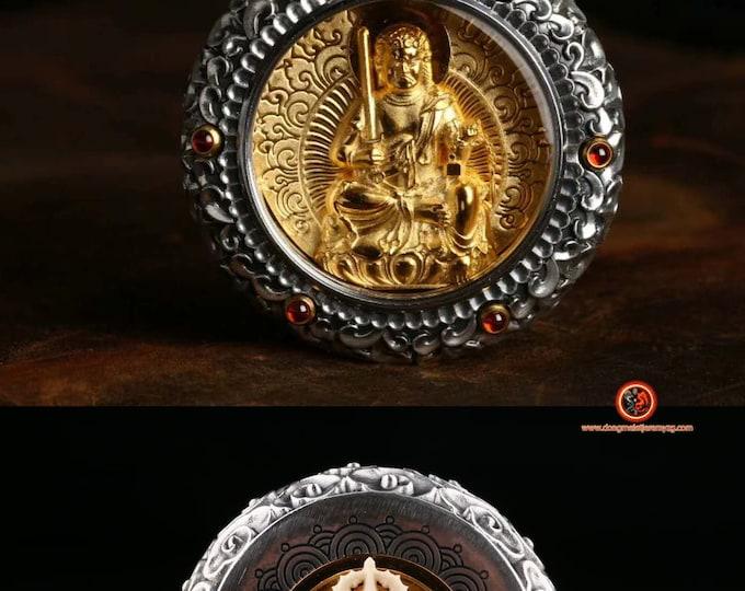 amulette, pendentif de protection bouddhiste Bouddha Acala. Dorje en ivoire de mammouth tournant au verso Argent 925, or 24K ébéne, grenat.