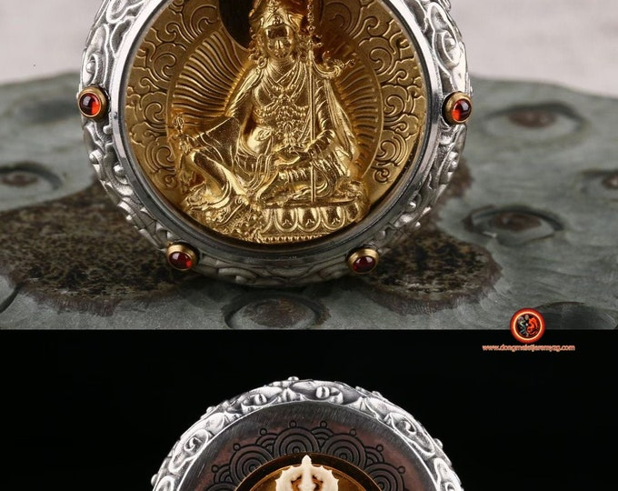amulette, pendentif de protection bouddhiste Guru Rinpoche. Dorje  tournant au verso Argent 925, or 24K ébéne, grenat.