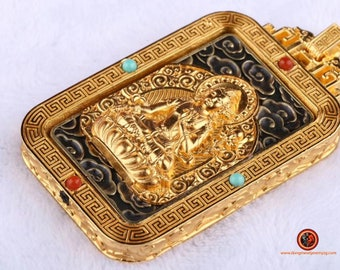 Buddhist protection amulet Manjushri. Silver 925 gold plated 18K. Mantra of compassion. Turning pendant. Turquoise agate nan hong