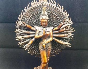 statuette bouddhiste bronze et cuivre bodhisattva Avalokitesvara, Guan Yin, Chenrezi version milles bras. Hauteur de 35cm
