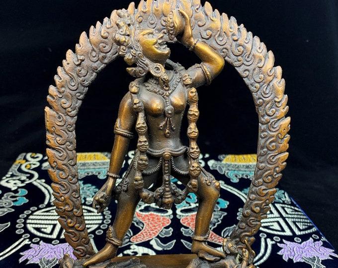 Esoteric Buddhist statuette, tantric Dakini, naro Dakini, Sarvabuddhadakini. Purple bronze, unique and rare piece.