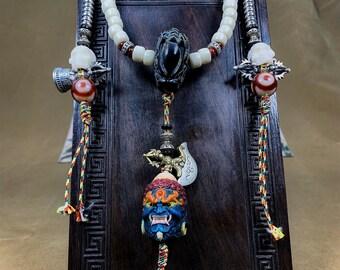 mala, chapelet de prière et de méditation bouddhiste ésotérique, vajrayana. Bouddha Acala. 108 perles d'os de buffle. Pièce rare.