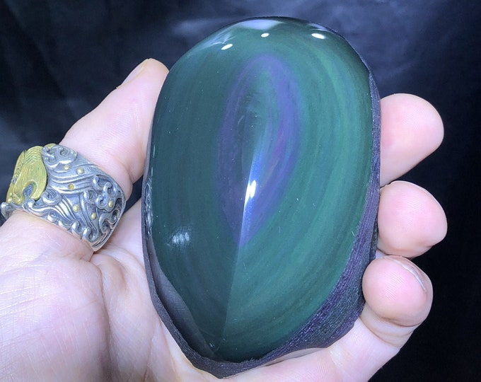 free form in obsidian celeste eye. Semi raw. A polished face, a rough face 90/50/50 mm 0.341 kg.