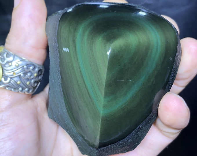 free form in obsidian celeste eye. Semi raw. A polished face, a rough face 80/75/40 mm 0.380 kg.