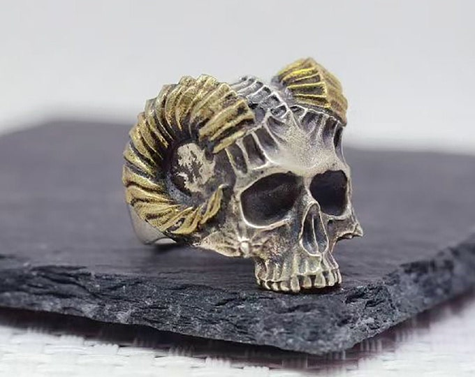 Satan ring, skull, crane. Silver 925 and copper. Adjustable size thanks to a sliding system. Weight of 28 grams.