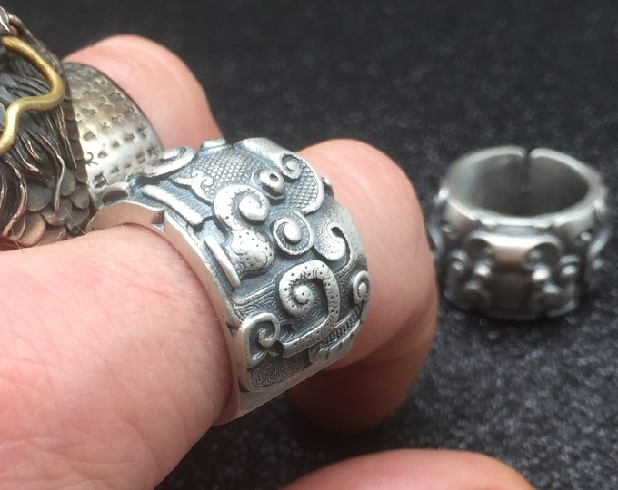 Feng shui ring Silver 925 / 1000th tao tie pattern.