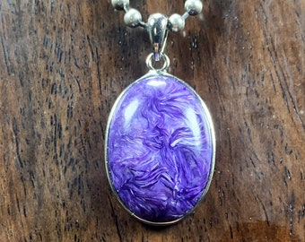 Pendant, charoïte. Pendant set in silver 925. Siberian charoite. Natural charoïte without treatment.