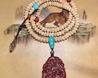 Mala tibétain, chapelet bouddhiste de prière et méditation. 108 perles de buxus sinica sculpté en forme de lotus Pendentif dragon en cinabre