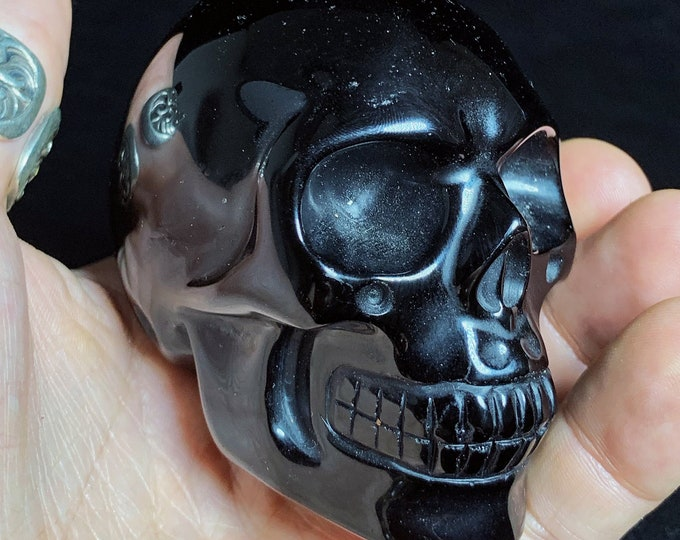 Crystal skull. Skull in obsidian. Entirely handcrafted. Single piece Dimension:77/ 53/69mm weight of 0.315kg crystal skull