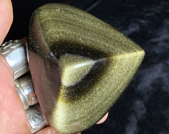heart in golden obsidian.  Originally from Mexico.  Quality A-Size 72/83/44mm weight of 0.290kg