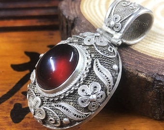 Silver pendant 925 watermark. pyrope garnet. Traditional Beijing jewelry. One-of-a-kind